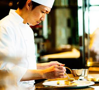 大阪・梅田にある外資系ラグジュアリーホテルのフレンチレストランで、一流の料理人をめざしませんか?