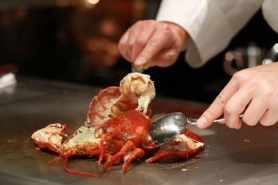 大阪・梅田北新地のステーキ鉄板焼きレストラン!専門技術をみがきたい料理人募集!