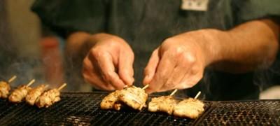 新鮮な但馬産鶏、備長炭を使った焼鳥。熟練の職人がひと串ずつ丁寧に焼き上げます
