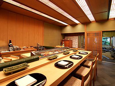 ホテル内の日本料理レストランであなたのホスピタリティを活かしてご活躍ください。