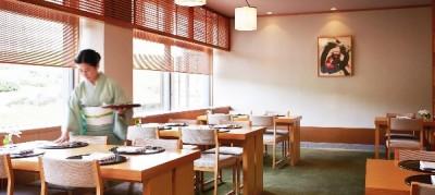 淡路島にあるリゾートホテルで、未経験から一流のサービススキルを身につけよう!