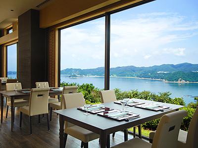 朝食、ランチ、ディナーと1日中ご利用いただけるホテル内レストラン。ゆくゆくは料理長も目指せます!