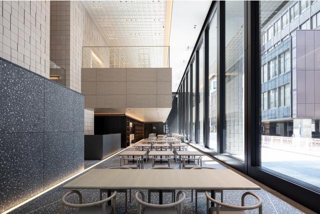 美術館内レストランの内観イメージ。シンプルモダンな雰囲気
