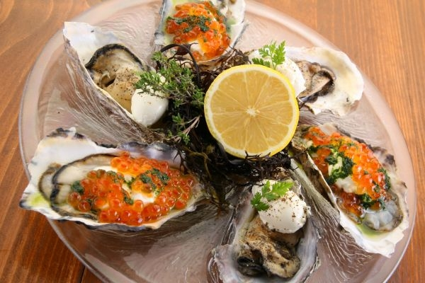 旬の牡蠣を種類豊富にご用意しています。
