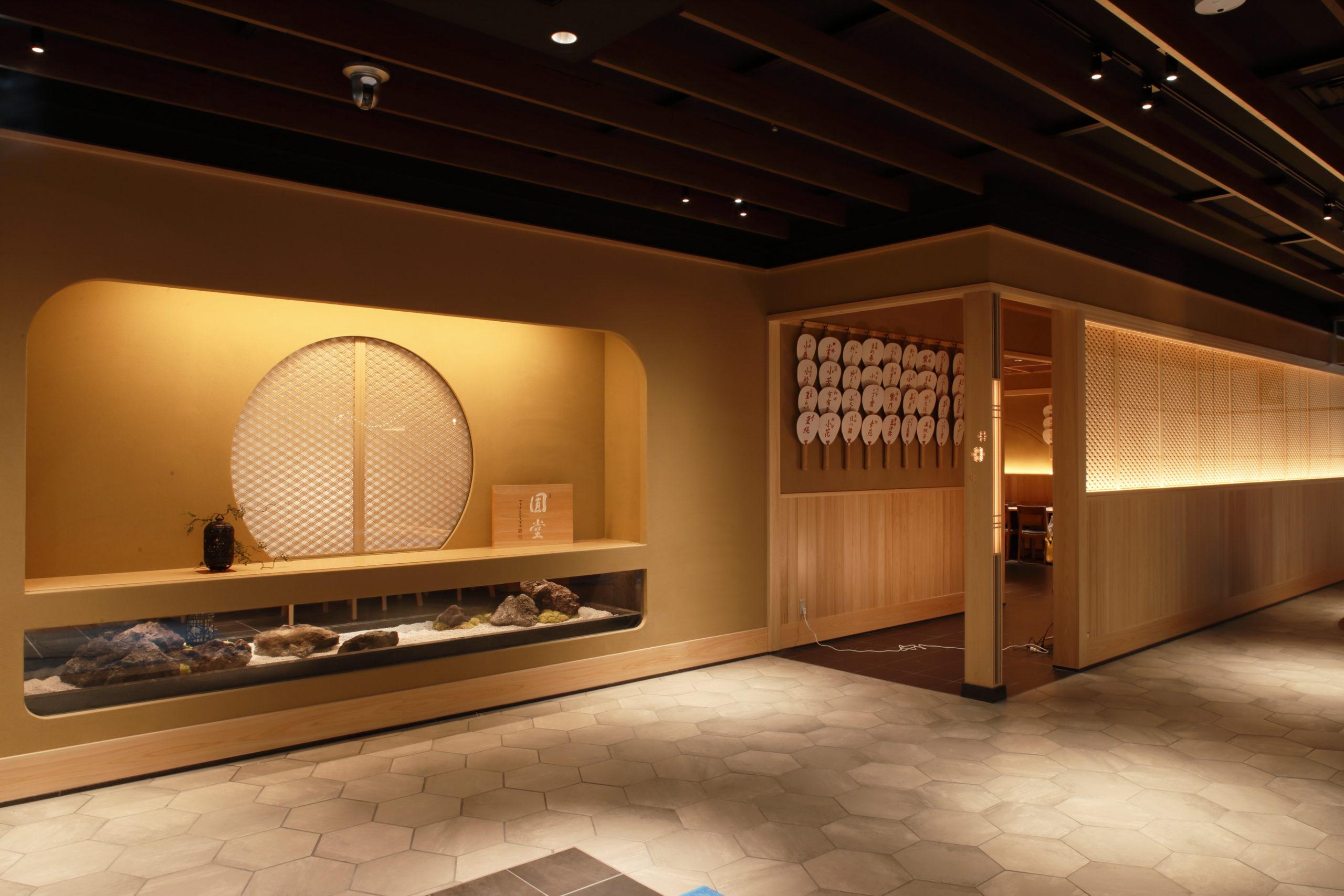 2019年9月20日、大丸心斎橋店にオープンしたお茶屋バー「近江榮」。