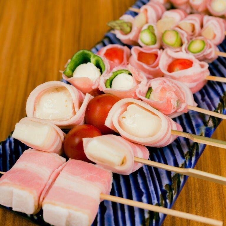 【炭火串焼 鬼灯】季節の野菜を肉で巻いた創作串