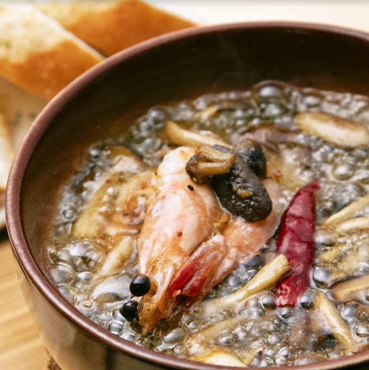 海老を使った料理を提供