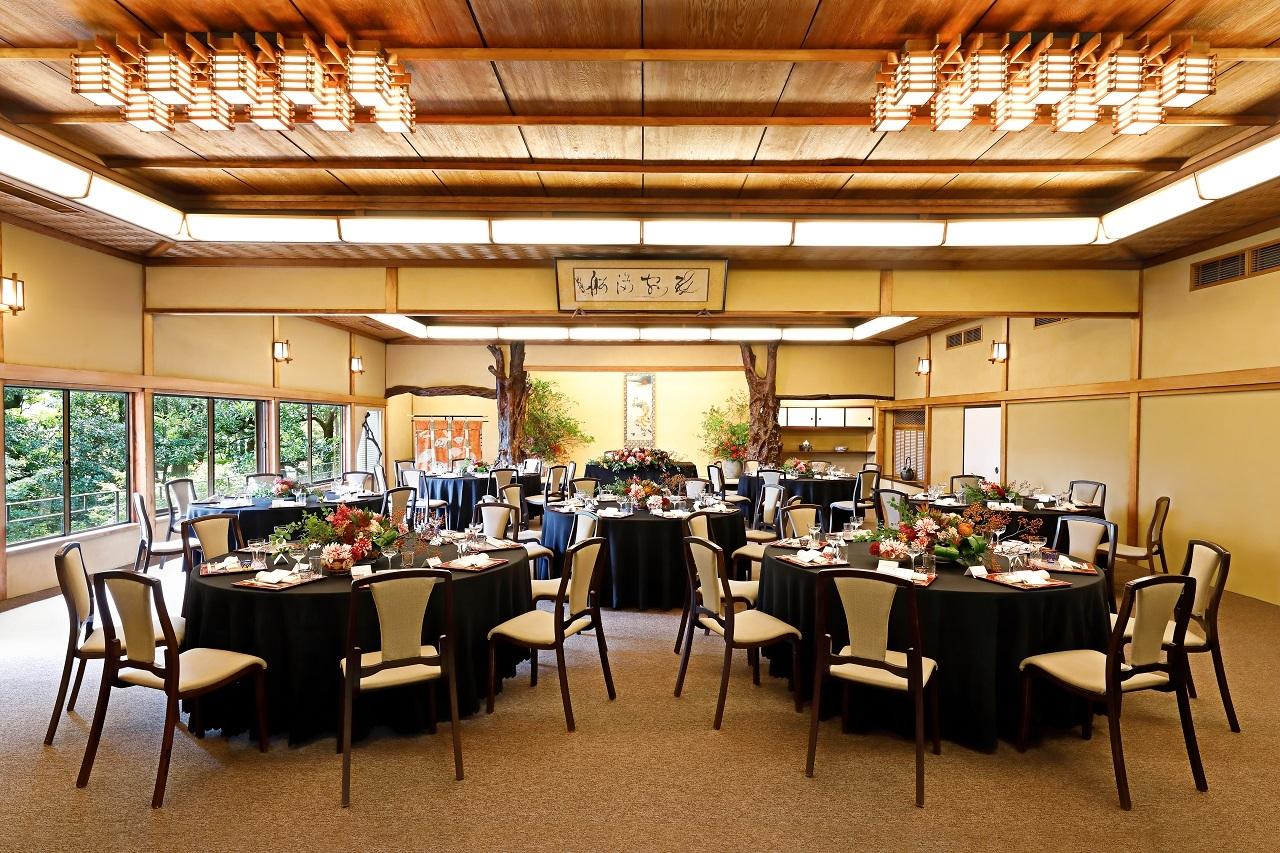老舗料亭として本格会席料理のほか、国内外のお客様のリクエストに応じた様々な料理を提供しています。