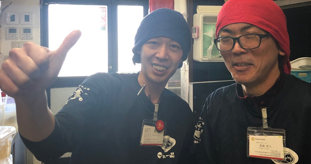 齋藤担当の奥野さんと新しく入社したスタッフの笑顔ショット