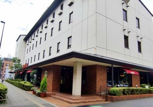 ロイヤルホールディングス東京本部。一階にはロイヤルホスト桜新町店