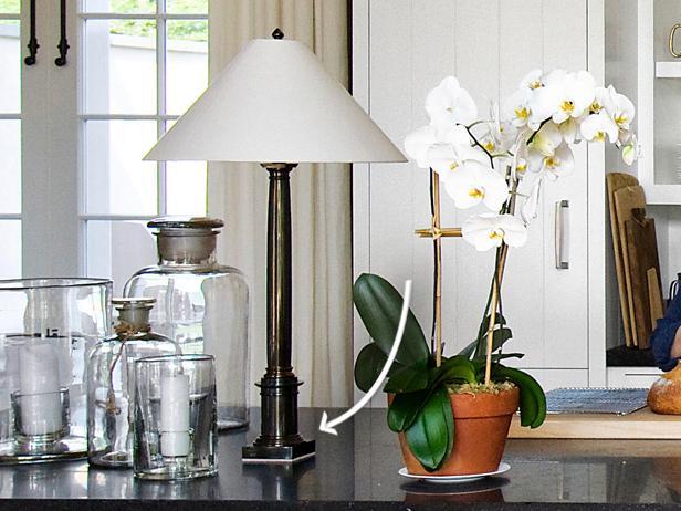 FNM-060109_Star-Kitchen-Ina-Garten-lamp_s4x3.jpg.rend.snigalleryslide