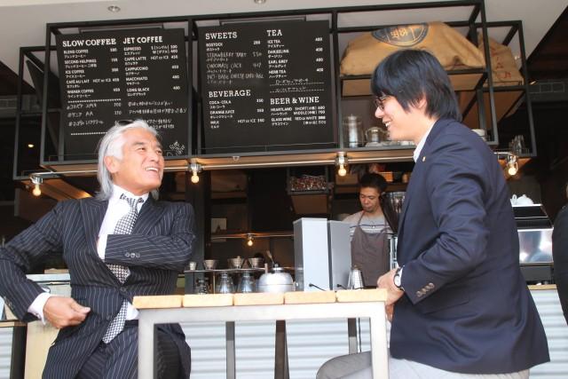 カフェでの佐藤氏と藪ノの対談