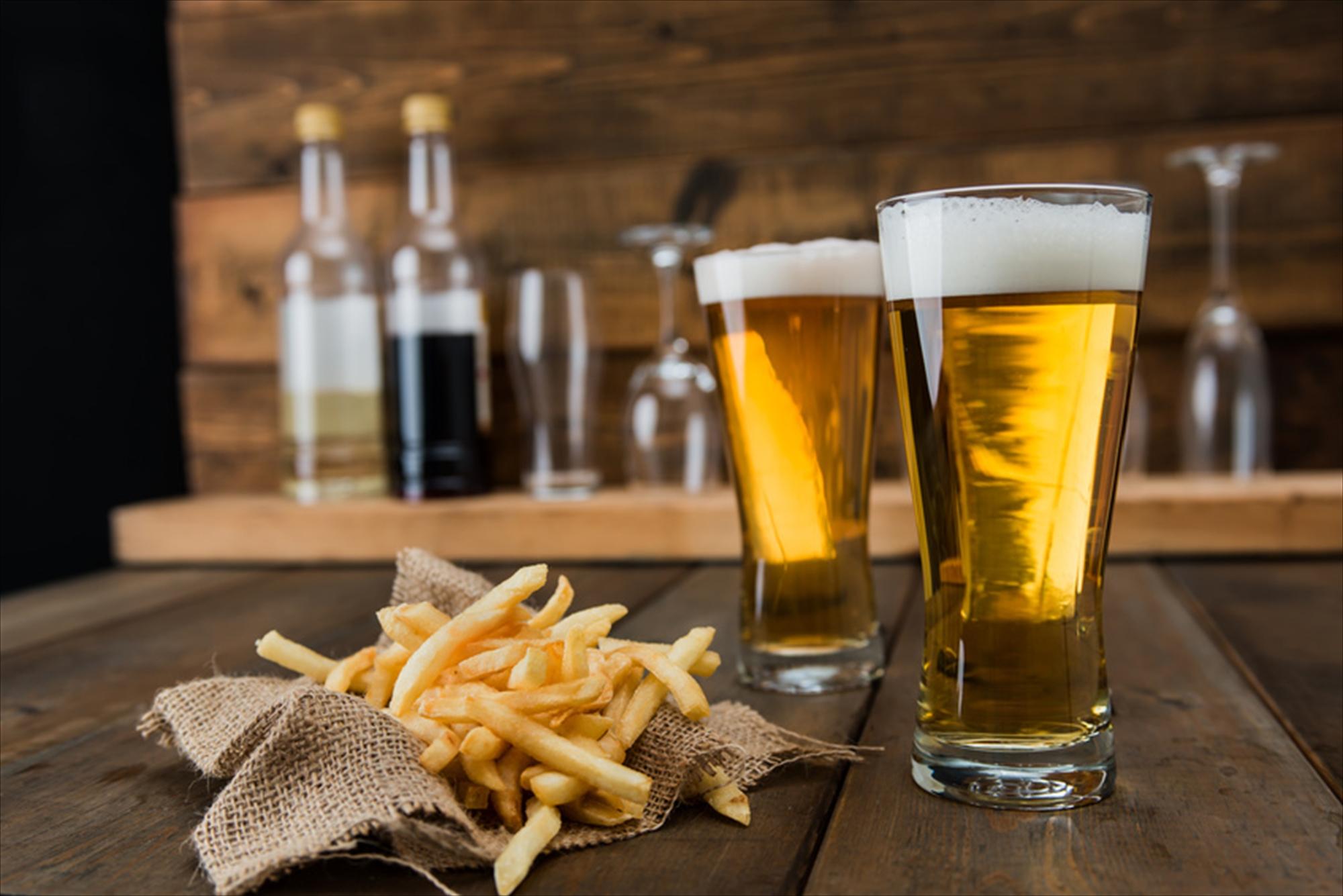 ビールとフライドポテト