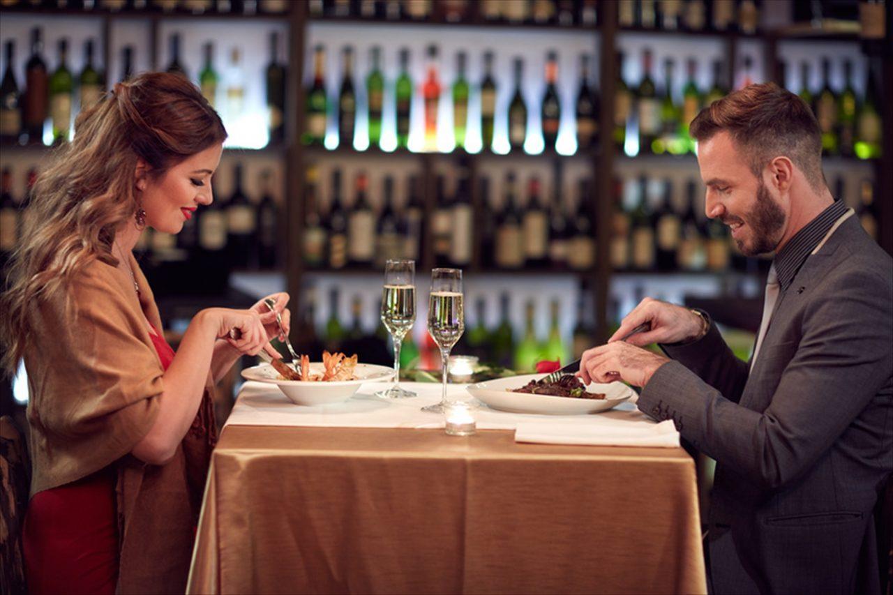 e98d98e7288d2 クックビズインターンのlillyです。 記念日のデート、式典、謝恩会などで、ちょっと良いレストランに行く機会、誰しもあると思います。