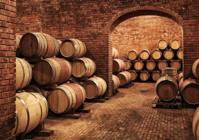 ワイン樽が並んでいる様子