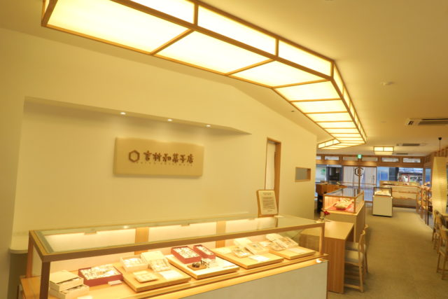 吉村和菓子店の専用カウンターの写真
