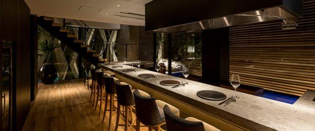 「洋食グリル 白金然荘」では、旬の素材をシンプルに目の前で仕上げるグリル料理をお出ししています。