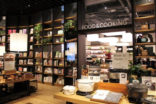 蔦屋家電の「FOOD&COOKING」コーナーの入り口の写真