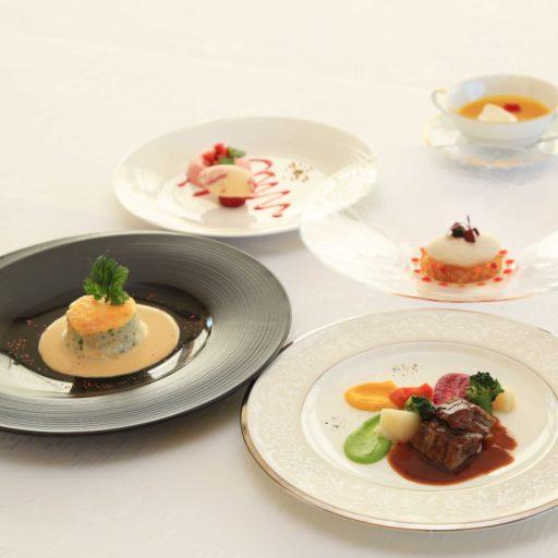 ユニバーサルデザインフードのフランス料理5種の写真