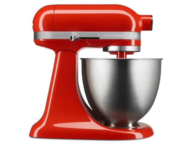 真っ赤なボディのキッチンエイドの写真