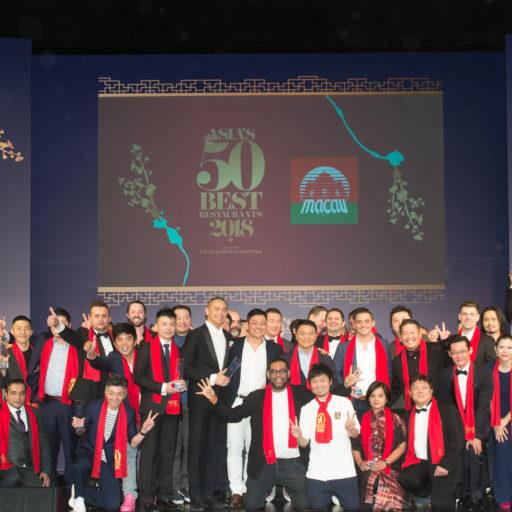 「アジアのベストレストラン50」の2018年度版リストが発表式の集合写真