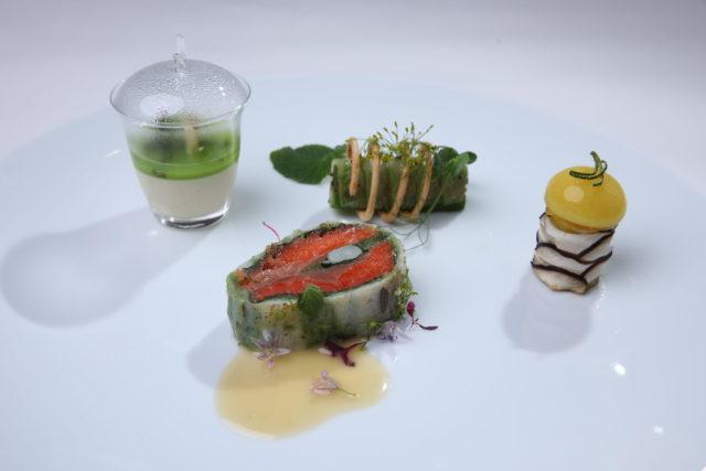 魚料理が盛り付けられた写真