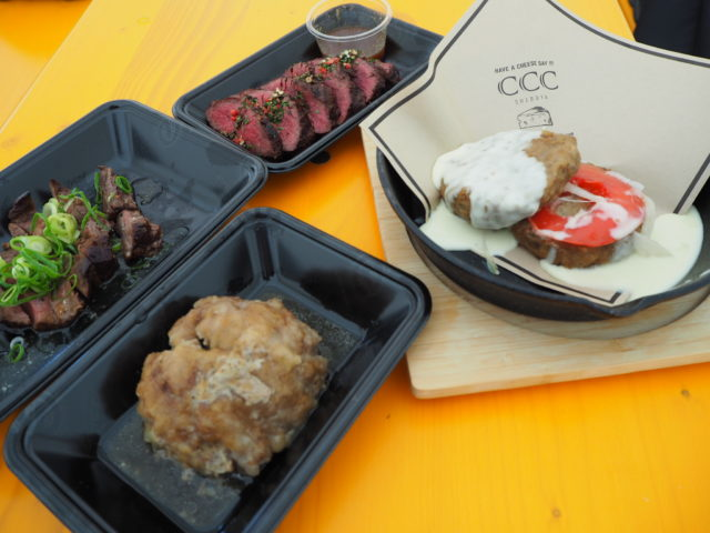 4種類の肉料理の写真