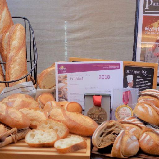 様々なフランスパンの写真