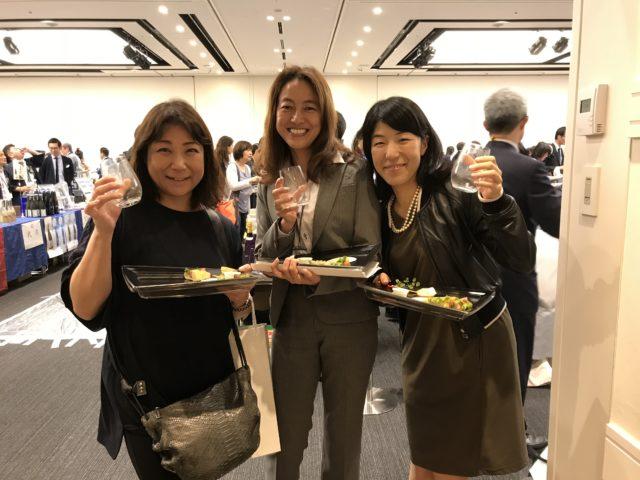 「ワイングラスでおいしい日本酒アワード」が一番好きだという3人組