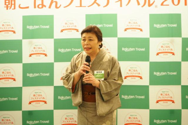 長野県 白骨の名湯 泡の湯の女将がコメントしている様子