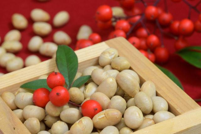 桝に入った大豆の画像