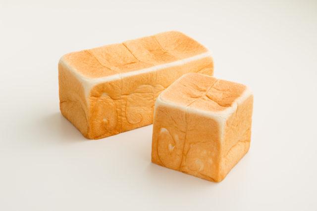 レギュラー&ハーフサイズの生食パンの画像