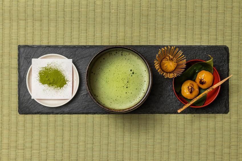 茶道の一色が横並びになっている俯瞰写真