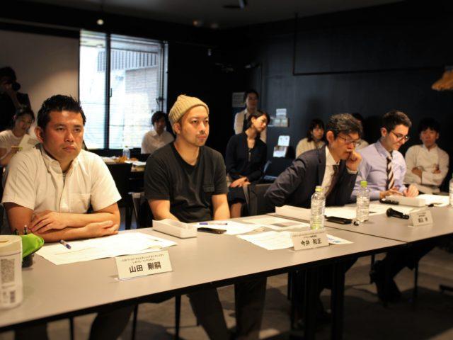 PWC2019日本予選審査員の4名が座っている写真