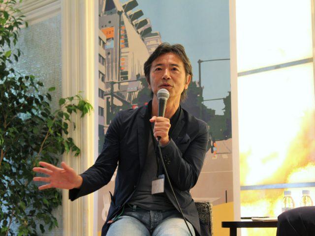 モデレーターを務めた楠本さんが話している写真