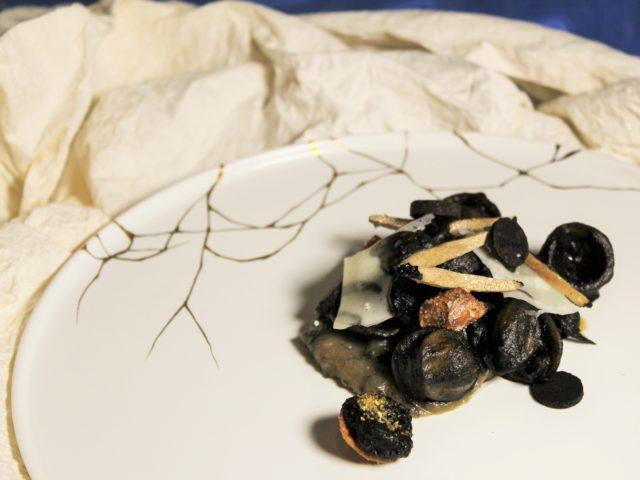 イカと海苔を使ったパスタの写真