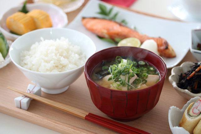 和食の朝食のイメージ画像