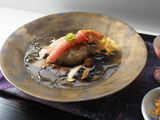 あてま温泉 当間高原リゾート ベルナティオの「茸出汁と蟹振袖を纏った焼きおにぎり」の写真