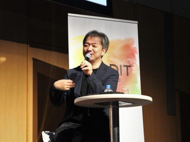 株式会社MiTERU代表取締役・おおつねまさふみさんがマイクを持ち話している写真