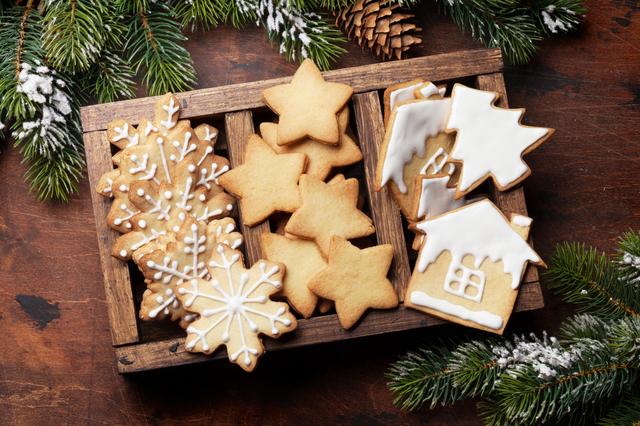 さまざまな形のジンジャークッキーの画像