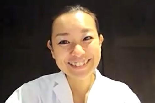 笑顔の鈴木さんの写真