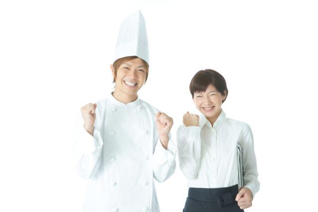 飲食店の制服を着た男女のイメージ写真