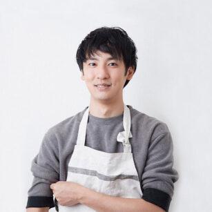 人気料理家のウエキトシヒロさんのバストアップ写真