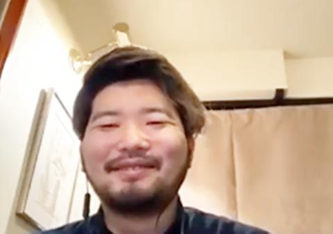 笑顔の白竹さんの写真