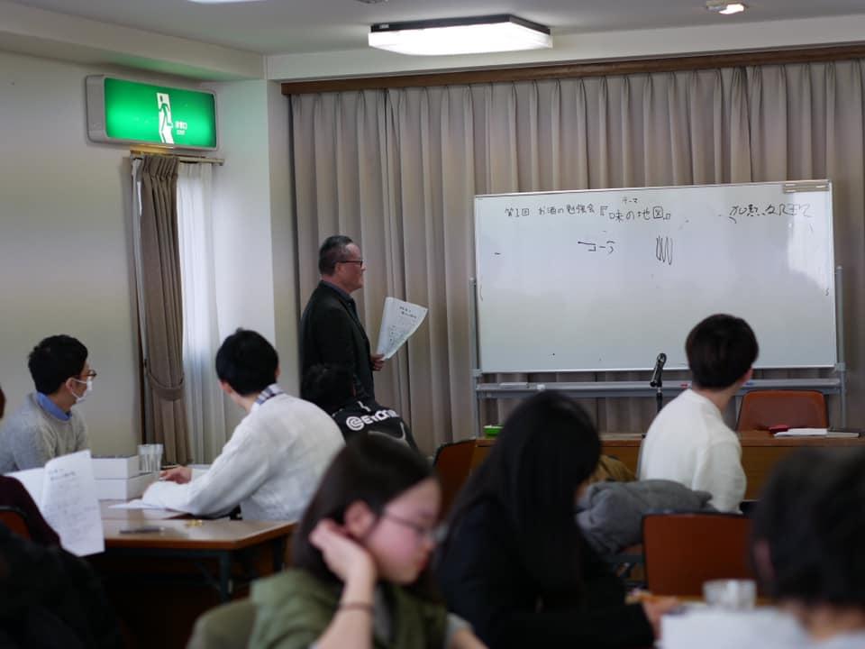 荒川さんが務める「株式会社満月」に、後藤社長を招いて開催された社内勉強会の様子(2020年2月)