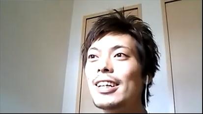笑顔で話す関さんの写真