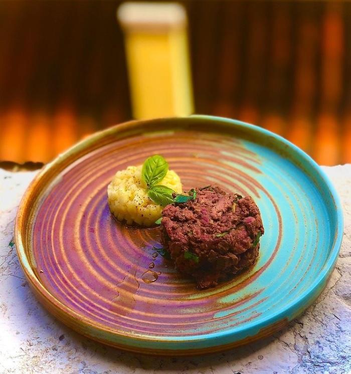 温かい洋梨と胡椒のサラダの写真