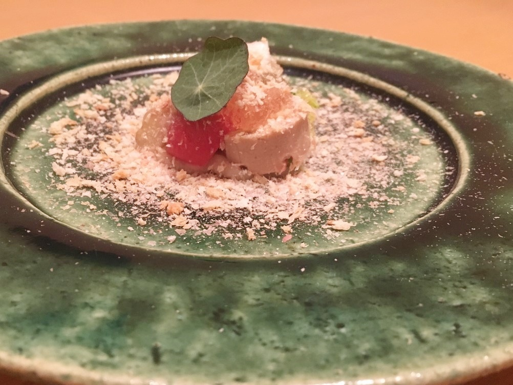 うっすらピンク色のお料理の写真