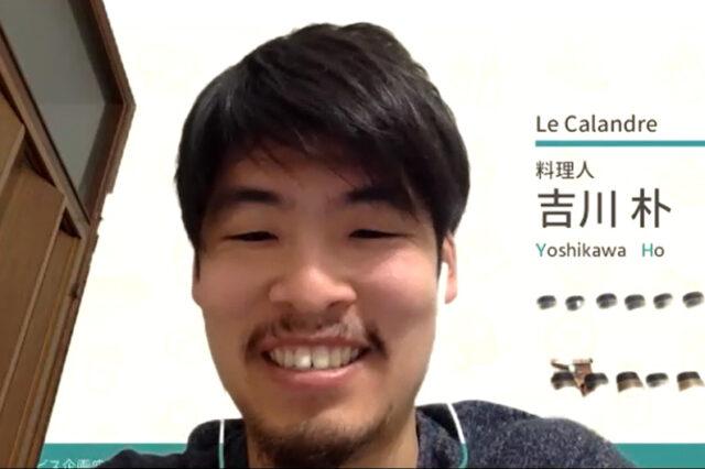 ZOOMを使ったオンライン座談会風景。自宅よりZOOMに繋ぎ、イヤホンをつけて笑顔で話す吉川さん