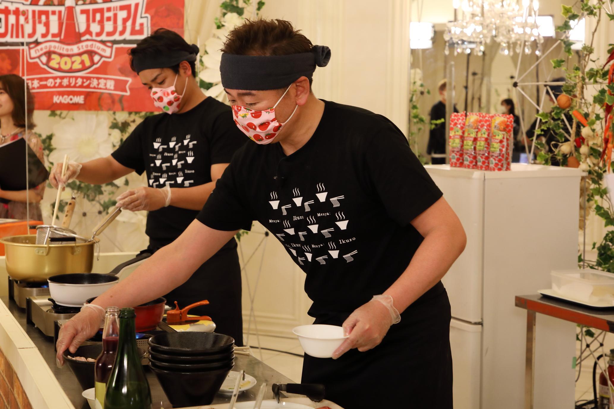 「麺屋いく蔵」の調理風景の写真